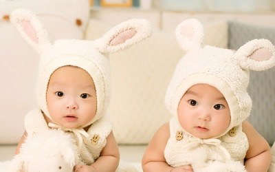 IT'S TWINS!! TWO ON THE WAY FOR BABYLESS COUPLE WHO RAISED FERTILITY FUNDS ONLINE
